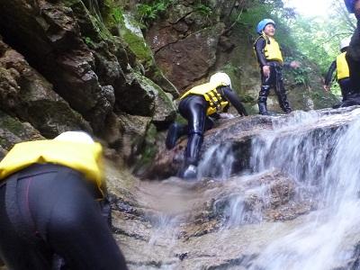 あおぞらきっずは、滝だって登っちゃう